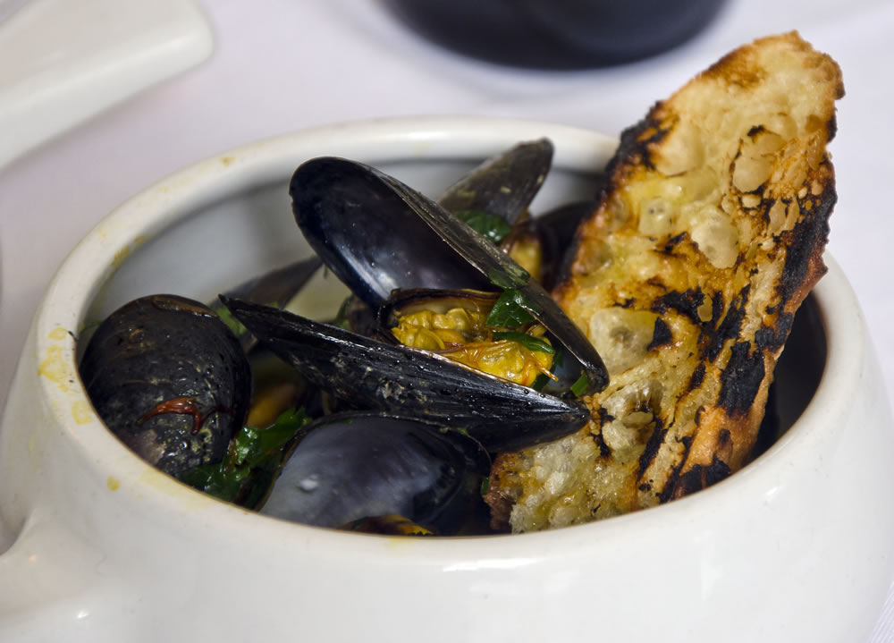 Mussels In Marsala and Saffron Sauce